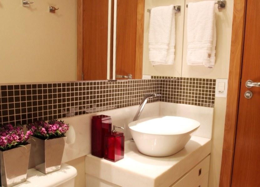 30 fotos de decoração de banheiros com pastilhas -> Banheiro Pequeno Com Pastilhas Cinza