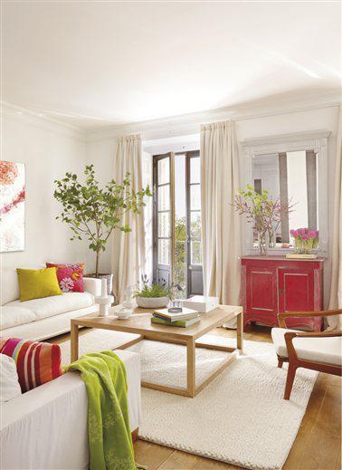 decoração de sala de estar com flores colorida