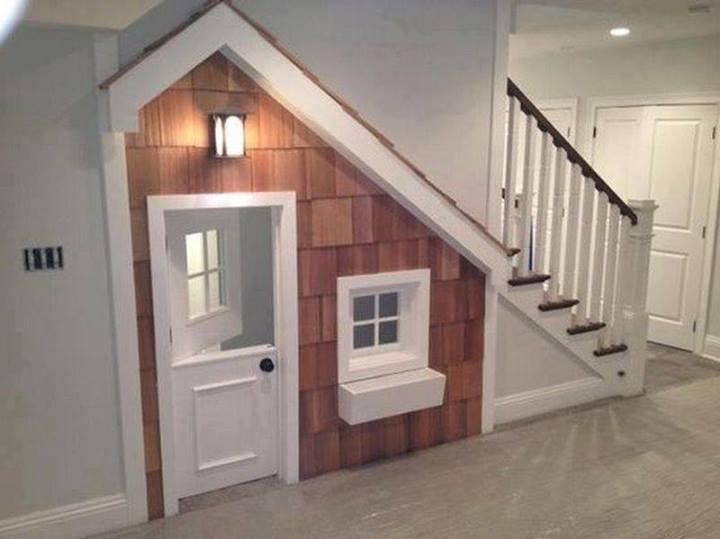 aproveitamento de espaço por baixo das escadas