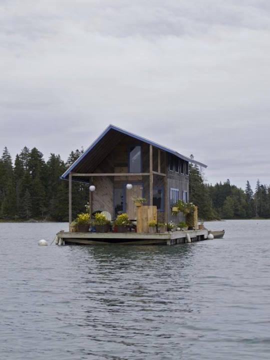 casas pequenas na água