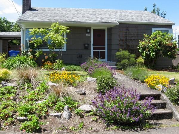 Fachadas de casas pequenas com jardim
