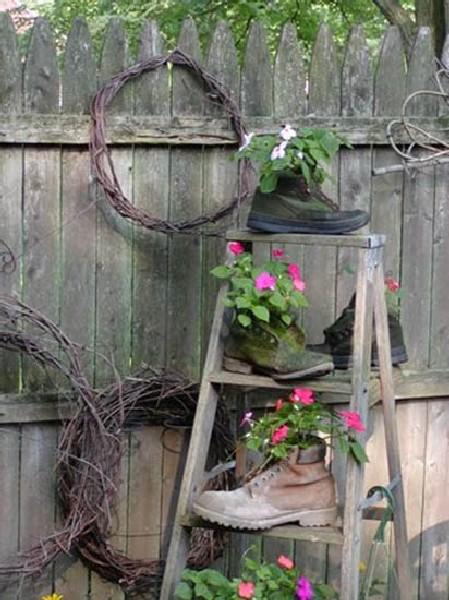 decoração de jardim usando madeira